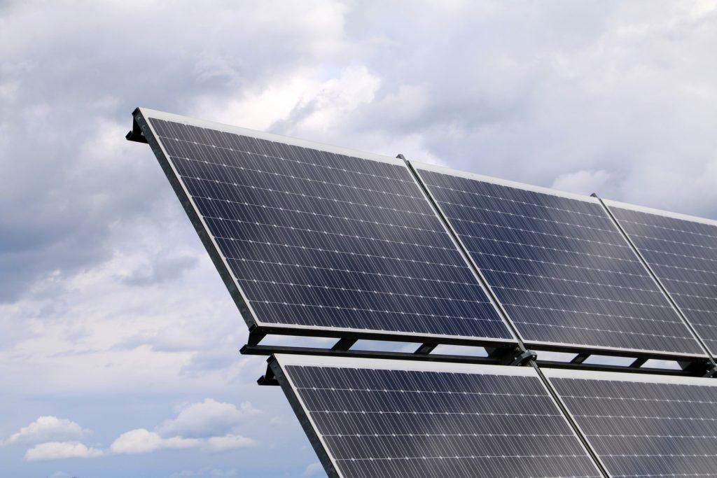 Ekerö bostäder satsar på solceller