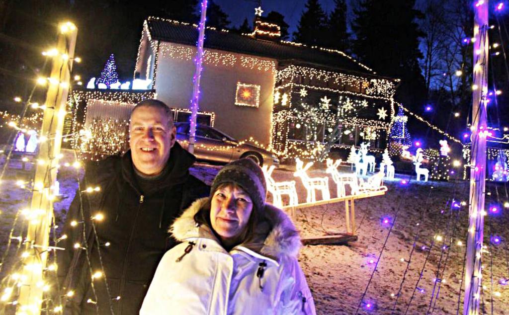 Deras julbelysning gav 23 000 till välgörenhet